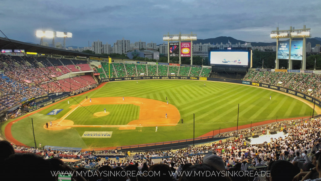 Watch a game in Jamsil baseball field  Seoul  - My days in Korea cf727fa9972e